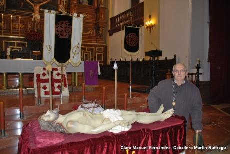 Imagen del Cristo Yacente de Herencia durante un besapié