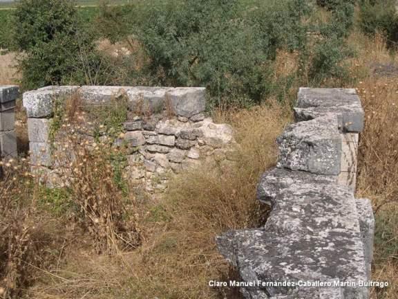 Restos del Canal del Gran Prior a su paso por Villacentenos