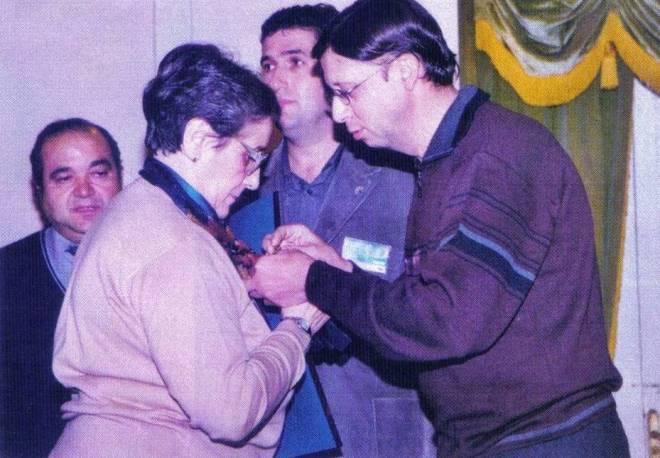 Carmen García-Navas condecorada con la Insignia de Oro de la Federación Castellano-Manchega de Asociaciones de Folclore