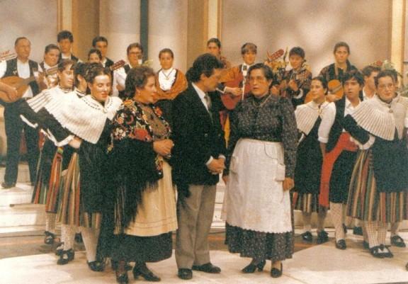 Carmen García-Navas y el Grupo Folclórico de Herencia en los platós de TVE