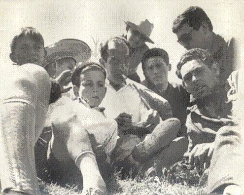 Don Hermógenes y algunos alumnos celebrando el día de San Agustín