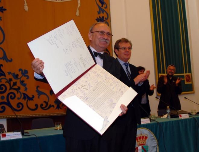 Isidro Sánchez durante su acto de reconocimiento a su labor en la UCLM
