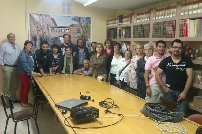 Visita del Taller de Historia Local al archivo municipal de Herencia