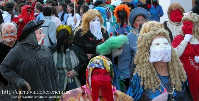 Máscaras un día de pasacalles en Herencia