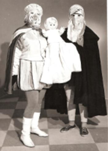 Máscaras de1963.  Eugenia Martín Viveros y Sagrario Sánchez Rey
