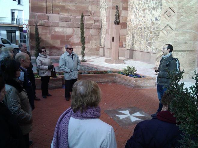Visita del programa de mayores de Herencia a la iglesia parroquial