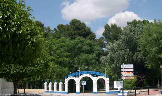 Entrada principal al parque municipal de Herencia a principios del siglo XXI