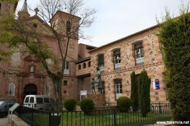 Vista de la fachada principal del Real Convento de La Merced a principios del siglo XXI