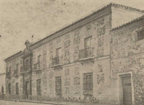 Vista en 1947 de la antigua casa solariega de Gabriel Enríquez, hoy residencia mercedaria, en 1947