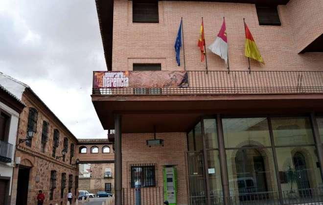 herencia_pancarta_775_en_balcon