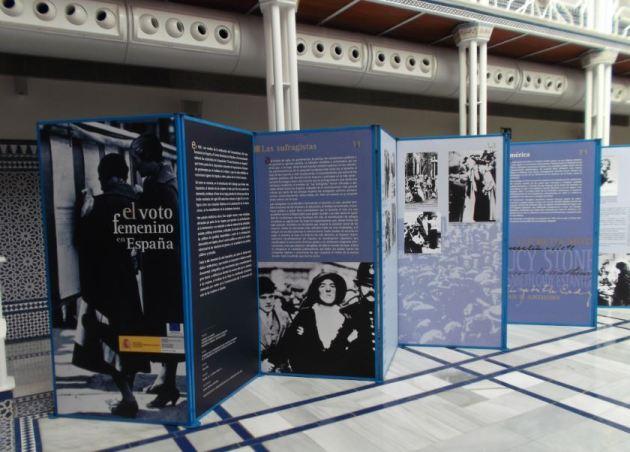 """Paneles de la exposición """"El voto femenino en España"""""""